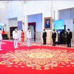Presiden Jokowi melantik Gubernur dan Wagub Kaltara dan Sulut, Senin (15/02/2021) pagi, di Istana Negara, Jakarta. (Foto: Humas Setkab/Agung)